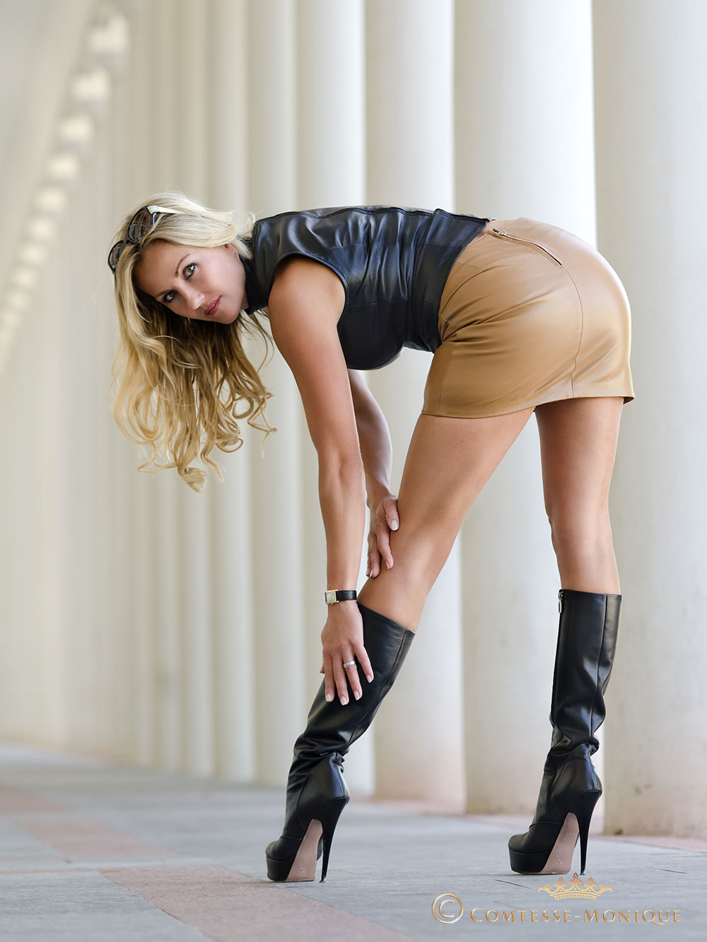 Bosomy blonde office babe in knee high black boots unleashes huge hooters № 10658 бесплатно