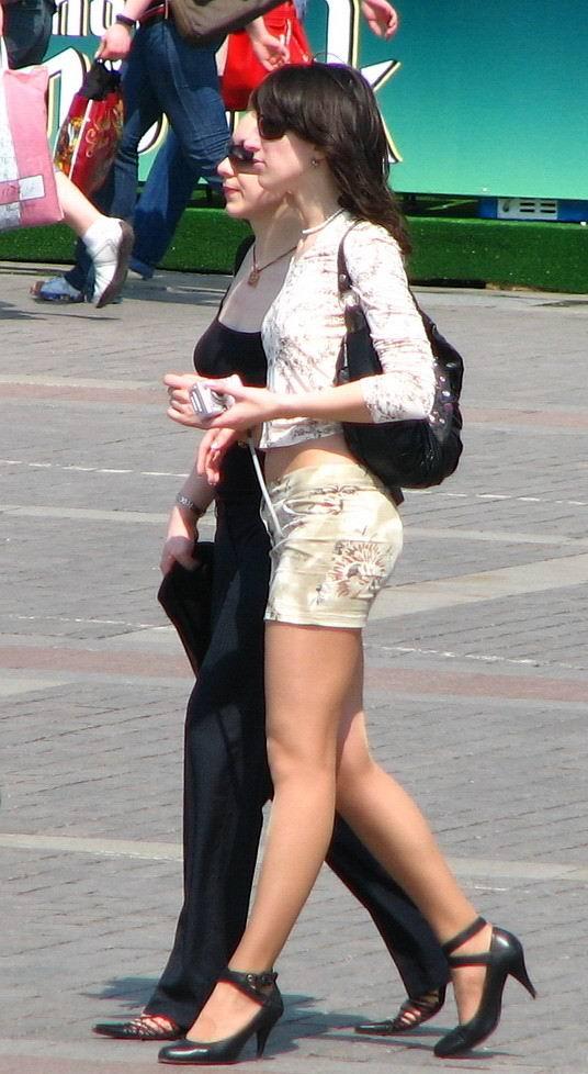 devushki-zheni-v-yubkah-foto