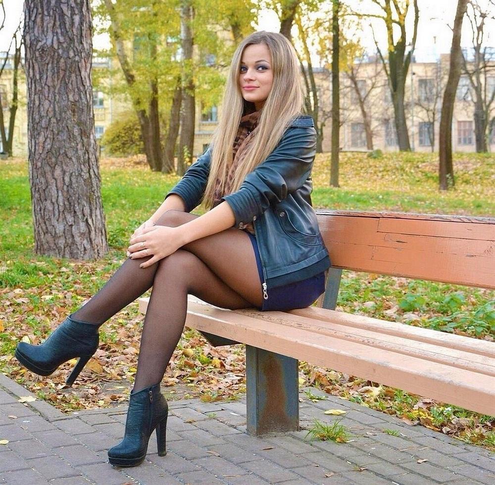 русские учительницы в мини юбках