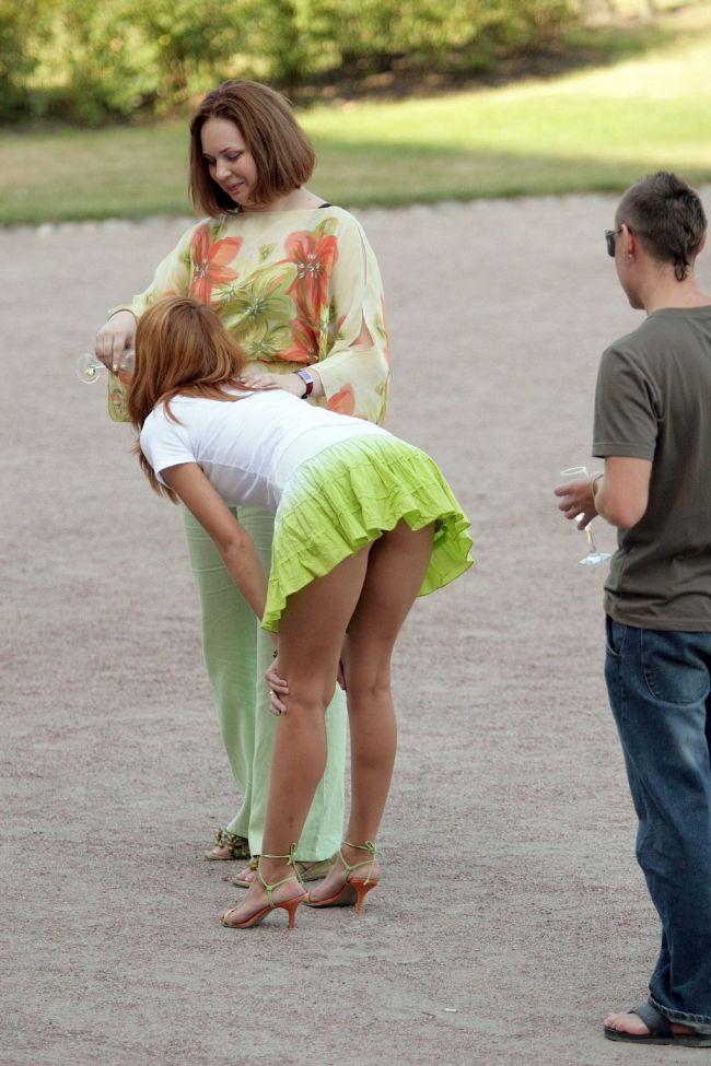 Девушки настроены гулять и откровенно шалить  53329
