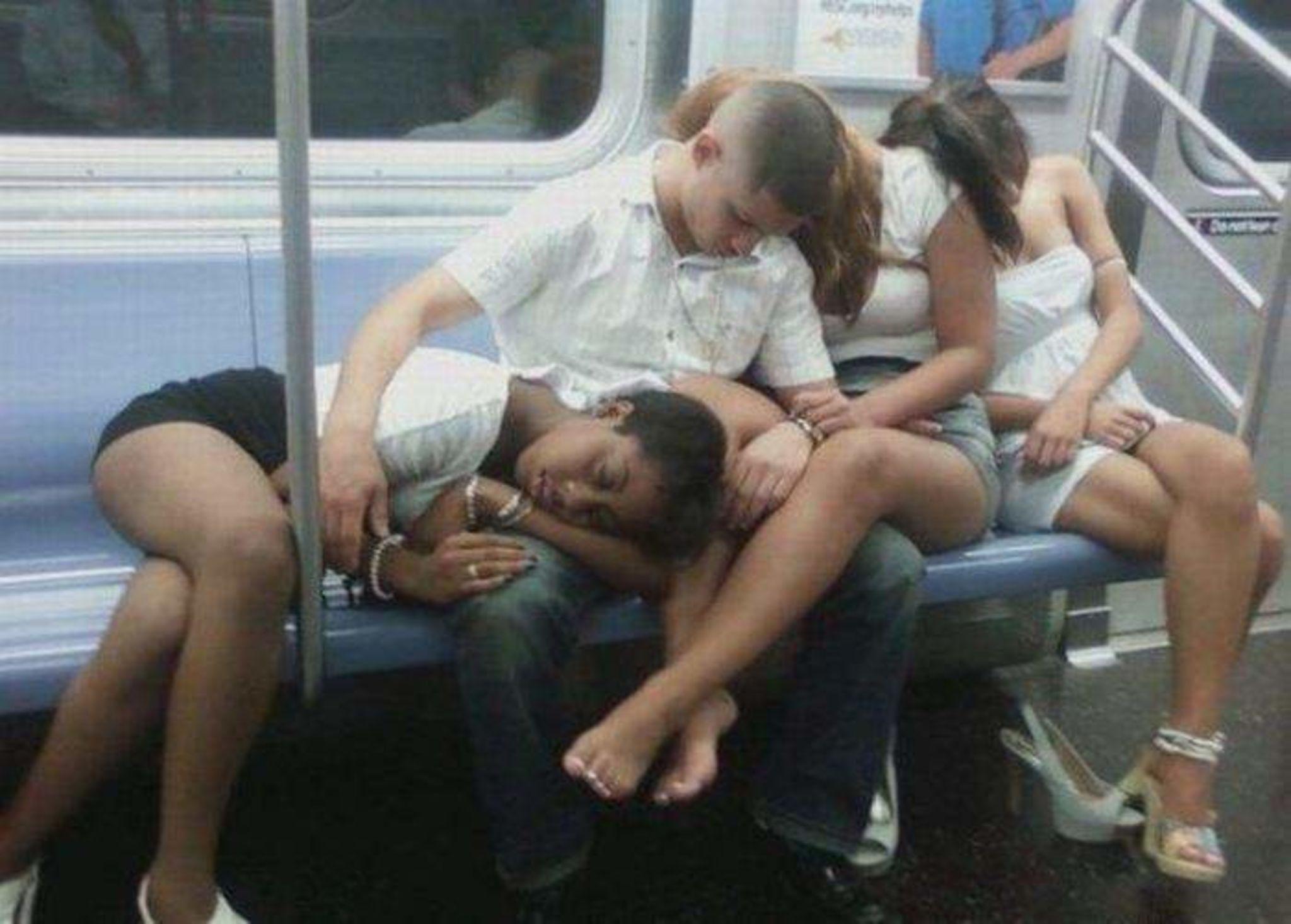 Спящие в транспорте фото 6 фотография