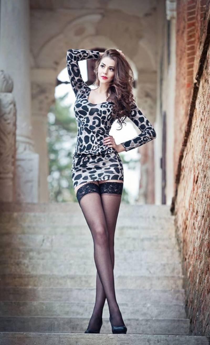Фото красивые длинные ноги в мини платьях 8 фотография