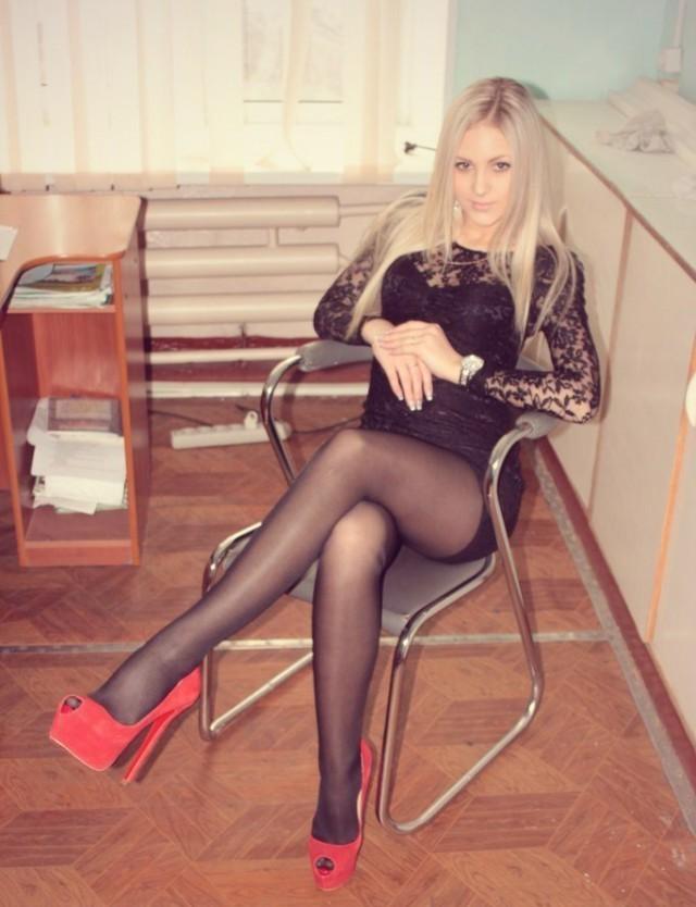 Блондинки в черных колготках, фото мужик в ошейнике