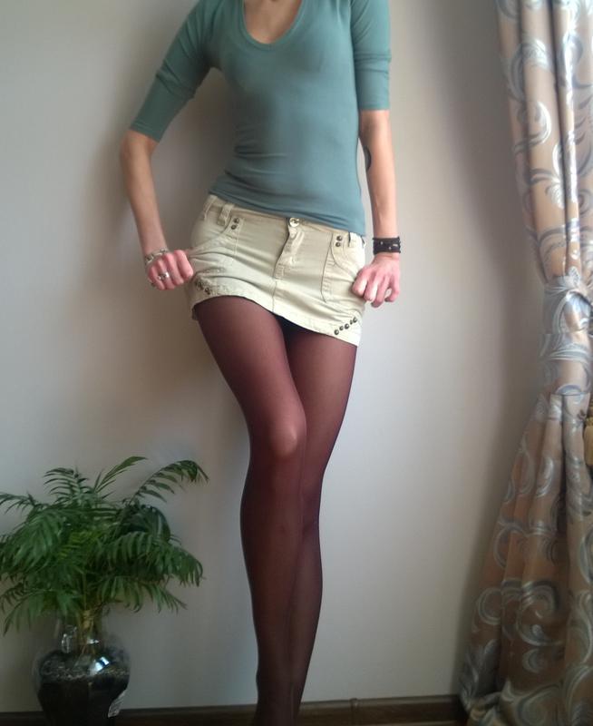 Девушки в джинсовой юбочке на скамейке раздвинула ноги картинки стройными