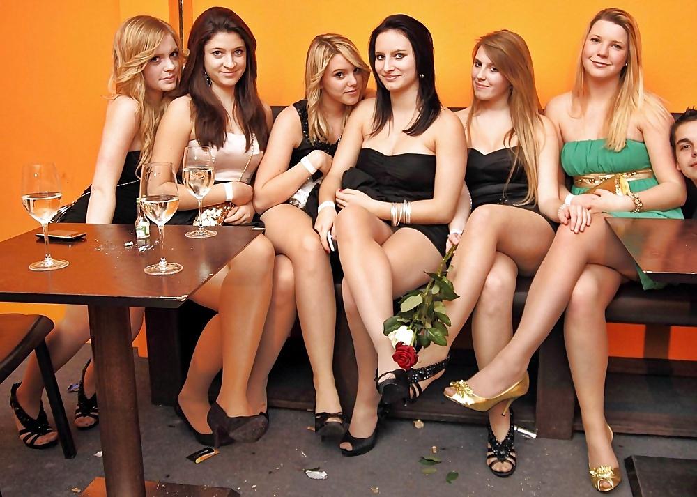 Девушки в коротких юбках 30 фото  Триникси